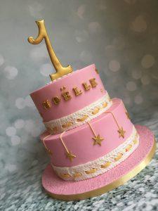 Lieve roze/witte taart met sterretjes