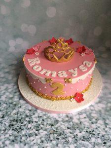 Roze meisjestaart met 3D kroon